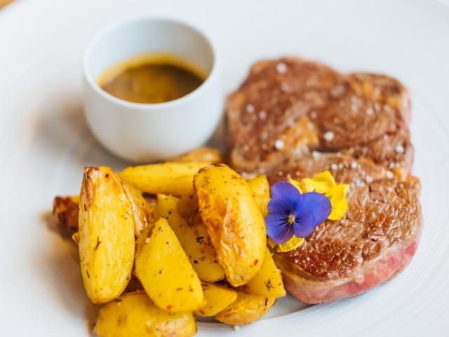ARTY Entrecôte d'Argentine, grosses frites et jus de cuisson